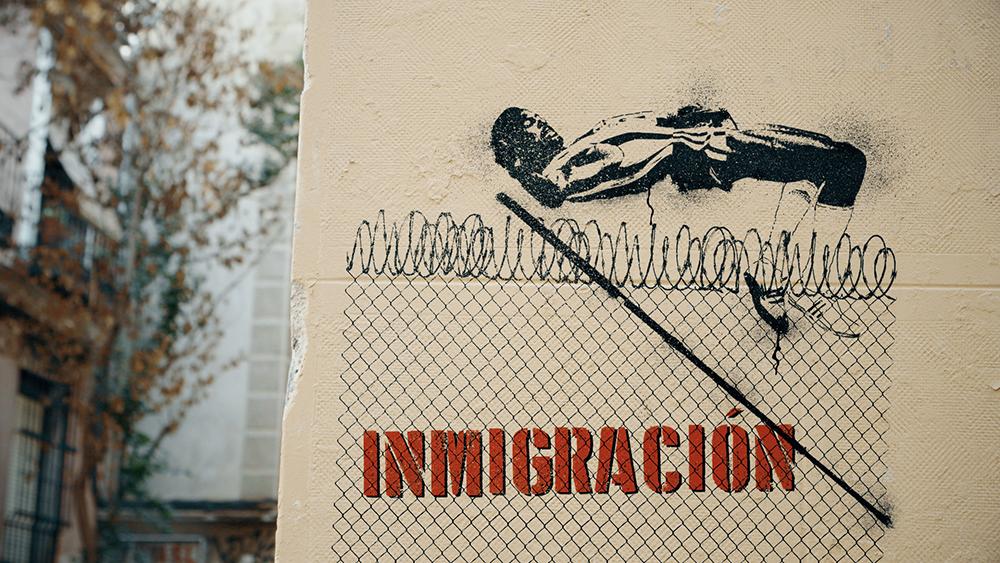 EL-BANCO-INMIGRACION-lagambanegra.jpg