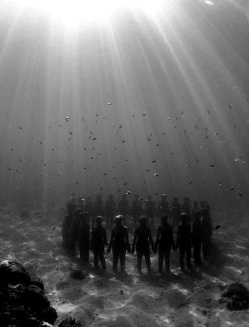 praying underwater